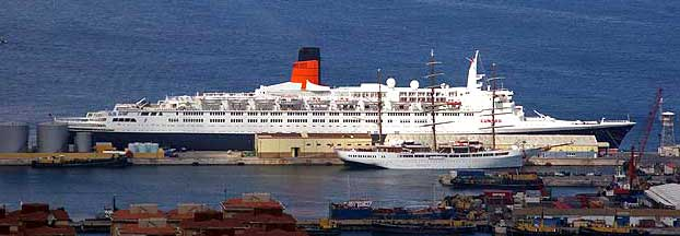 Picture of the Queen Elizabeth 2 in Gibraltar